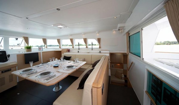 Lagoon500 Saloon and hallway
